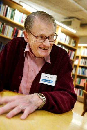 – Vi har studiecirklar förmiddagar och eftermiddagar, måndag till torsdag, berättar Seniornets ordförande Alf Josefsson.Cirklarna är till för att seniorer ska få möjligheten att lära sig att använda datorer.