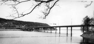 En bild från maj 1973. Den gamla bron är nu riven. Foto: ÖP:s arkiv