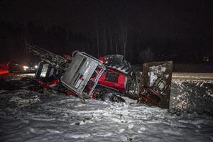 En olycka inträffade i Mesta i Avesta kommun på onsdagseftermiddagen.  En traktor har vält.  Föraren klarade sig dock utan skador.  Foto: Niklas Hagman