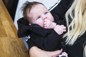 Dottern Adele kom till världen för drygt sju veckor sedan. Det återstår att se om hon blir en lika stor datanörd som mamma Erika.
