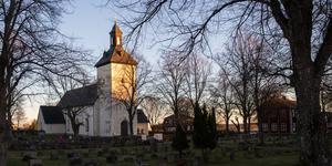 Järna-Vårdinge pastorat, där Överjärna kyrka är en av kyrkorna, söker ny kyrkoherde. Under tiden hoppar Karin Karlberg in.