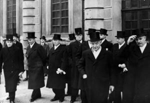 Den svenska regeringen tvingades kryssa på mycket farliga vatten 1939-1940. Längst fram syns statsminister Per-Albin Hansson. Arkivbild.