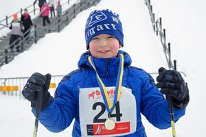 Sam Naucler, 7, var en av de som gjorde sig välförtjänt av en guldmedalj.
