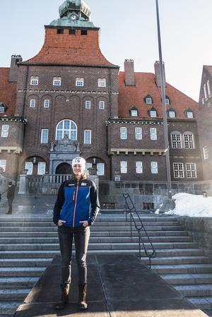 En konsekvens av att medaljceremonin hålls utanför Rådhuset istället för på Stortorget (som vid VM 2008) är att Rådhusgatan  kommer att stängas av för trafik mellan Hamngatan (utanför Östersunds bibliotek) och Biblioteksgatan under hela mästerskapet. Dygnet runt. Avstängningarna utökas ännu mer under prisceremonierna av säkerhetsskäl.