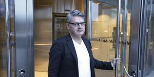 """""""Jag har de senaste månaderna känt en stress till följd av mina två halvtidstjänster"""" säger Håkan Buller (S) som är ordförande i stadsbyggnadsnämnden och kommunikatör på Trafikverket."""