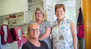 Eva Gustafsson från Strands blomsterhandel, Mirjam Ekebom från Glädjehuset och Åsa Karlsson från Klockargården är alla med i den nystartade centrumföreningen i Norberg.