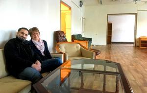 Gamla klädbutiken vägg-i-vägg med Kupan i Säter kommer snart att fyllas med möbler och andra second hand-prylar av bland andra frivilligarbetarna  Ahmed Saleh och Barbro  Lindblad.