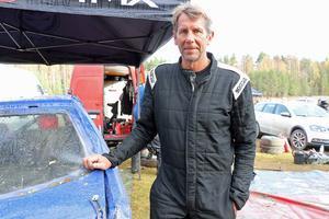 Handbollslegenden Magnus Wislander kör folkrace för Hällefors MK.
