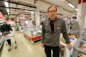 Upprepade besök av gäng gör såväl personalen som kunder i butiken oroliga konstaterar Ulf Danielsson som förestår Ica Profilen på Skolvägen.