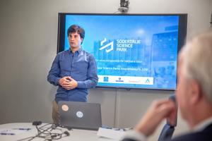 """Gianluca Moretti från Cellavos är glad att vara nominerad. """"Det är en ära och ett bevis på att Södertälje är en spännande stad med många företag på gång inom biologi och medicin"""", säger han."""