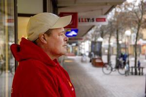 Bråket i torsdags uppstod utanför Furangallerian. En plats där Micke Larsson ofta befinner sig.