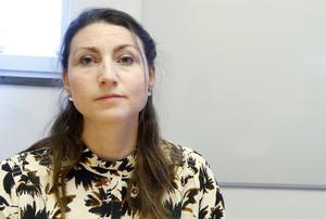 Biträdande smittskyddsläkare Annika Ersson uppmanar till extra försiktighet för att förhindra samhällsspridning i hela länet.