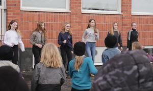 Sextetten Molly Andersson, Alva Andersson, Tuva Holmlund, Tilde Hedman, Moa Karlsson och Elvira Östlund lyckades få hela skolgården att dansa.