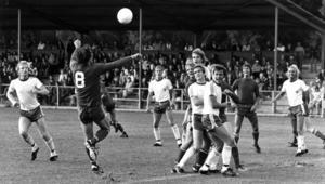Här är en matchsekvens från derbyt mot Krokom/Dvärsätt på Torvallen i augusti 1978. K/D var nykomlingar i serien men skrällde i match efter match och var länge med i toppstriden. Nummer 8 är Leif Andersson, som det året kommit till K/D från en lägre division och vann skytteligan i trean. Han värvades därefter till IFK Östersund och sedan till Ope IF och var med och förde laget till division 2 1984. Opespelarna är från vänster Lennart Hedström,  Lasse Norén, Anders Wiktorsson, Christer Thylin, Anders Widerdal och Håkan