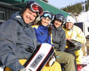 Snowboardåkarna Filip Fischer, Maria Danielsson, Sara Fischer, och Mattias Blomberg inför Turin-OS 2006.