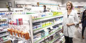 På Apoteket Kärnan berättar butikschef Carina Olofsson att hyllan för det receptfria läkemedlet mot springmask saknats sedan slutet av augusti.