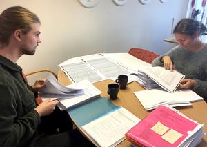 Tidningens reporter Hanna Schück och ledarskribent Gustav Ericsson har fått post – 3 000 sidor om SÄBO.