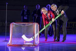 Stig Bertilsson tillsammans med ordföranden i Vänersborgs kommunfullmäktige, i samband med invigningen för VM i Vänersborg tidigare i år. Bild: Thomas Johansson / TT