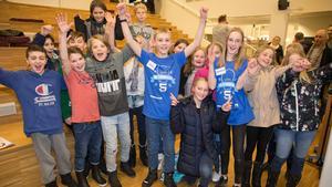 Foto: Sveriges RadioLucas Axberg och Amanda Skeppstedt och klass 5 från Hagabergsskolan, Västerås, gick vidare i kvällens Vi i femman.