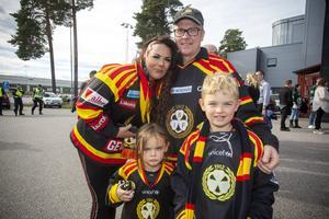 Från Östersund kommer supporterfamiljen som består av Evelina Meyer och Niklas Paulsson med barnen Emmie Meyer, fem år och Freddie Meyer sju år.