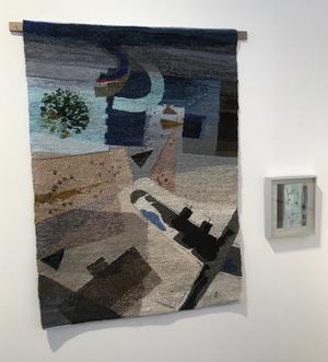 Christina Kluge har vävt en bild utifrån makens målning Minnesplats 2.