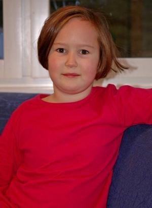 Elise Lundberg från Ocke segrade i mellanklassen med sin bild av en vacker julängel.