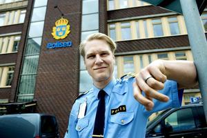 Josef Wiklund, lokalpolisområdeschef, välkomnar Timråborna till polisstationen i Sundsvall i sommar.