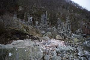 Ett av tornen i Lars Vilks skapelse Nimis har brunnit ned. Nu ska konstverkets framtid diskuteras.