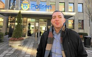 Roger Haddad ska träffa kommunpolisen i Hallstahammar på måndag.