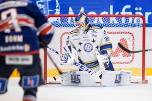 Janne Juvonen hade ingen rolig kväll mot Växjö, men hade inte heller särskilt bra hjälp av lagkamraterna på isen. Foto: Daniel Eriksson/Bildbyrån.