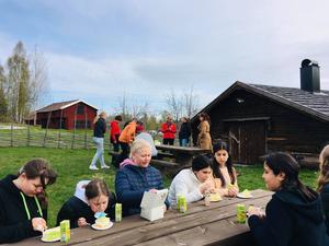 Jättetårta till oss i klass 5-6, Viksjöfors skola.Foto: Helena Ehrstrand