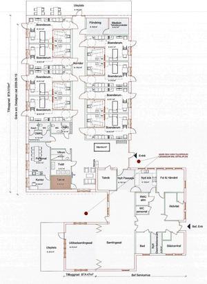 På skissen ser man de åtta rummen i ett korridorboende. Där blir också nya personalutrymmen. Boendet knyts samman via befintlig servicebyggnad till ytterligare en nybyggnad som ska innehålla samlingslokaler. Två gemensamma uteplatser planeras vid husen som ska byggas. Ritning MAF Arkitekter