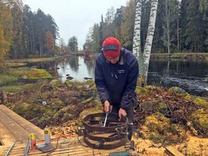 Sven-Erik Danielsson är en av hantverkarna som bidragit till att sågen nu återställts i sitt ursprungsskick.