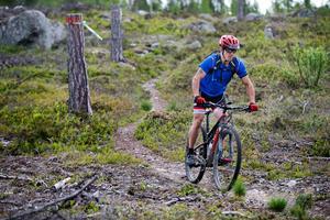 Runt om i de djupa hälsingeskogarna bjuder smala stigar in till spännande naturupplevelser för mtb-cyklister.