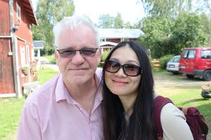 Paret Hasse Eriksson och Fiona Fang från Viskan tycker om när det kommer turister till närområdet.