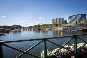 Kommunen vill stärka stråket mellan Gästhamnen längst bort till vänster i bild mot ångfartyget Ejdern som ligger vid Borgmästarudden och vidare mot centrum som ligger till höger utanför bilden.