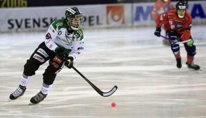 Mattias Johansson proppades av Jocke Svensk efter 53 sekunders spel och fick med sig ett grovt matchstraff på Edsbyspelaren.