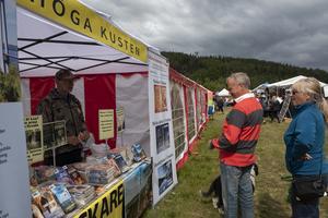 Författaren Staffan Öberg sålde sina böcker under marknaden.