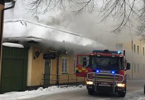 Pizzeria Athena  i Säter brinner.Foto: Läsarbild