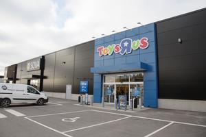28 leksaksbutiker hotas av nedläggning när Top-toy ansökt om rekonstruktion.
