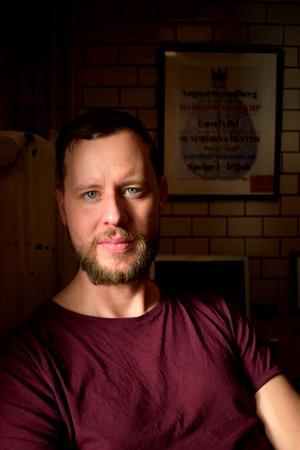 Jon Karlsson hoppas kunna skapa en regional friteater i Dalarna.