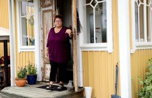 Ingrid Jonsson tillhör eldsjälarna i Östavall, och hon har efter en vecka ännu inte riktigt hunnit smälta att sågverket i byn är på väg att försvinna.