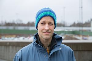 """Johan Lundström, 37 år, Järna, utvecklare av styrsystem: """"Det är positivt att vi får del av att företaget går bra. Jag har jobbat på Scania sedan 2011 och bonusarna brukar gå in i vardagsekonomin, men nu sparar jag till en elmoppe."""""""