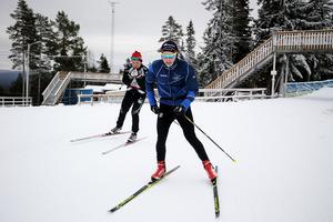 Hampus Bodin och Erik Engelin (i bakgrunden) går båda på skidgymansiet och passade på att skida i två timmar.