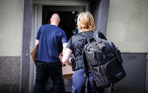 Vid 9-tiden på fredagen genomfördes sedan en undersökning av den misstänkta brottsplatsen, enligt VLT:s reporter på plats.