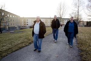 Reima Wårvik, Ove Lindberg och Britt Norman Wårvik agerar ciceroner och visar hur området ser ut i dag.