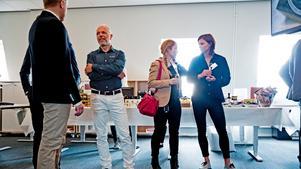 Häcklöperskan Susanna Kallur (till höger) var på plats när teknikkonsultföretaget ÅF invigde sina nya lokaler i Örebro.