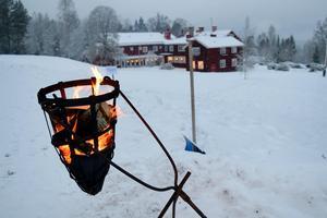Sätergläntan ligger vackert på Knippboberget – och vintertid ligger hela anläggningen som inbäddad i julstämning.
