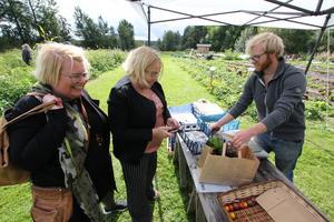 Helen och Ulrika Axelsson från Örebro tycker att det är roligt och utmanande att besöka andra orter.- Vi hörde talas om Matresan via Wadköpings matmarknad och har också varit på Berga gård och ätit glass, säger Helen.