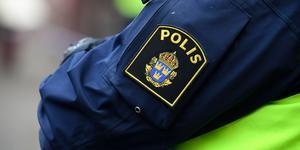 Inledningsvis misstänktes mannen för ringa stöld och ofredande.